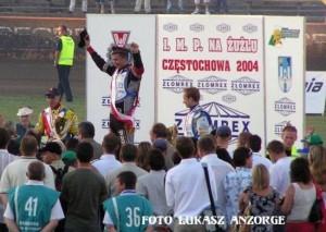 Sezon 2004 okazał się wyjątkowo udany dla Grzegorza Walaska. Wychowanek klubu z Zielonej Góry notował bardzo dobre wyniki w rozgrywkach ligowych. Ponadto stanął na najwyższym stopniu podium IMP