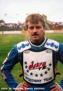 W czerwcu 1995 roku Sławomir Drabik traci prawo jazdy i tym samym do końca sezonu nie może występować na żużlowych torach. Lukę w składzie wypełnia Piotr Kociemba (na zdjęciu) z Iskry Ostrów