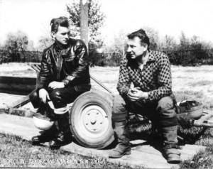 Nowy rekordzista częstochowskiego toru, Wiktor Jastrzębski (z lewej) wraz z Bernardem Kacperakiem