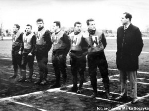 Od lewej: Julian Kuciak, Bernard Kacperak, Bogusław Kurzak, Stanisław Rurarz, Bronisław Idzikowski, Zdzisław Jałowiecki i kierownik drużyny, Jerzy Sroka
